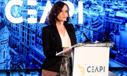 """<span class=""""entry-title-primary"""">Díaz Ayuso solicita que Madrid sedie a cimeira ibero-americana em 2021</span> <span class=""""entry-subtitle"""">Em 2020, a cimeira de chefes de Estado e de Governo será realizada em Andorra</span>"""