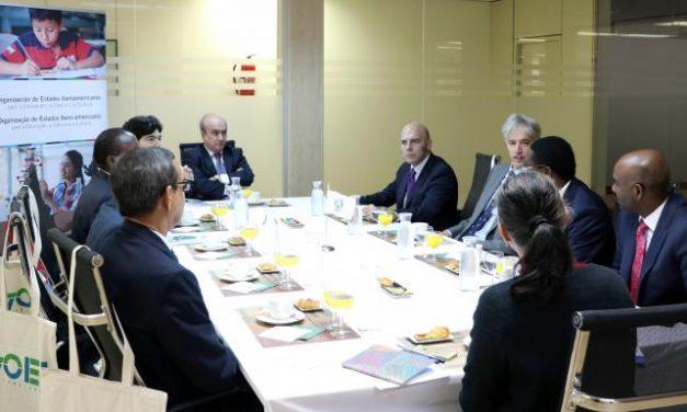 """<span class=""""entry-title-primary"""">Embajadores lusófonos africanos manifiestan su interés por Iberoamérica</span> <span class=""""entry-subtitle"""">Asistieron en Madrid a un desayuno de trabajo con el secretario general de la OEI</span>"""