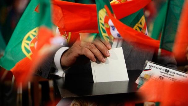 """<span class=""""entry-title-primary"""">Elecciones legislativas: abiertos los colegios electorales</span> <span class=""""entry-subtitle""""> Habrá 1,1 millones de votantes más por el censo automático de portugueses emigrados</span>"""