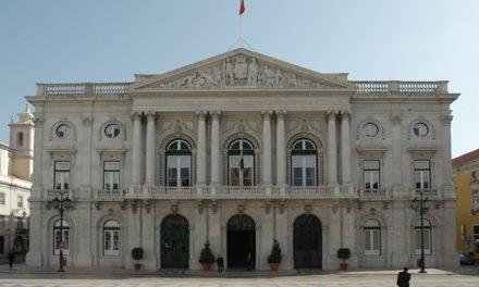 """<span class=""""entry-title-primary"""">El Ayuntamiento de Lisboa y el PS portugués declaran su «total respeto por la Constitución española»</span> <span class=""""entry-subtitle"""">Ambos se desvinculan de una resolución de la Asamblea Municipal de Lisboa contra la """"represión española"""" en Cataluña</span>"""