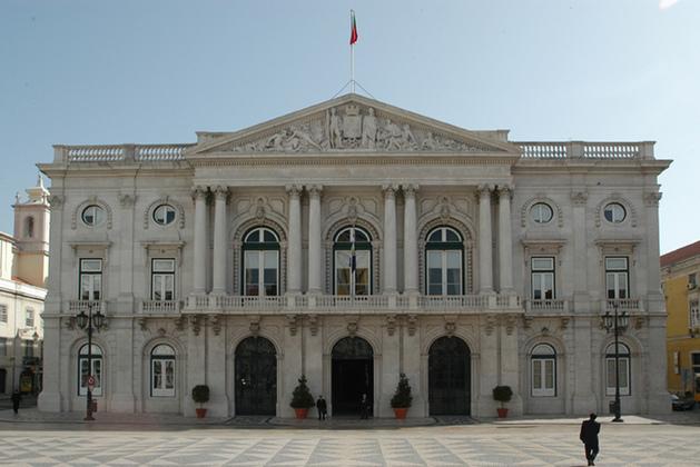 """<span class=""""entry-title-primary"""">A Câmara Municipal de Lisboa e o PS declaram o seu """"total respeito pela Constituição espanhola""""</span> <span class=""""entry-subtitle"""">Ambos recusaram o conteúdo da moção sobre a """"suposta repressão das autoridades espanholas na Catalunha""""</span>"""
