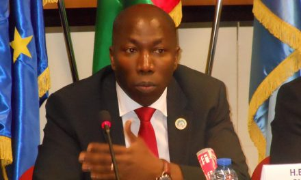 """<span class=""""entry-title-primary"""">Dois ex-primeiros-ministros vão lutar pela presidência da Guiné-Bissau após a derrota de Vaz</span> <span class=""""entry-subtitle"""">Domingos Simões Pereira é o favorito para a segunda rodada</span>"""