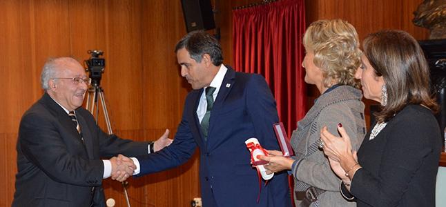 """<span class=""""entry-title-primary"""">Valentín Cabero recibe la Medalla al Mérito de Guarda por su implicación en el Centro de Estudios Ibéricos</span> <span class=""""entry-subtitle"""">El catedrático de geografía ya jubilado ha representado a la Universidad de Salamanca en el CEI desde su fundación hace 20 años</span>"""