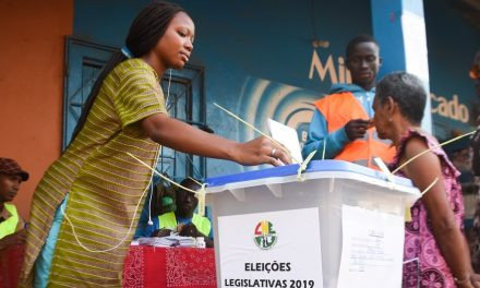 """<span class=""""entry-title-primary"""">Presidenciais na Guiné-Bissau: CPLP diz que processo foi """"tranquilo, pacífico e ordeiro""""</span> <span class=""""entry-subtitle"""">A Comissão Nacional de Eleições deverá divulgar na quarta-feira, dia 27, os resultados provisórios</span>"""