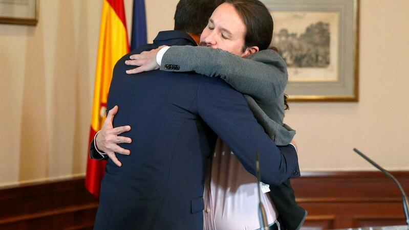 """<span class=""""entry-title-primary"""">PSOE y Podemos pactan el primer gobierno de coalición</span> <span class=""""entry-subtitle"""">Pedro Sánchez y Pablo Iglesias acuerdan una nueva metodología de negociación</span>"""