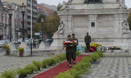 Artigos em EL TRAPÉZIO sobre o Primeiro de Dezembro