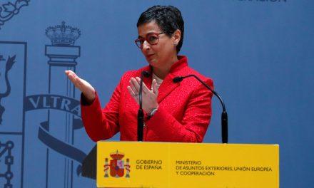 """<span class=""""entry-title-primary"""">Arancha González tira """"Ibero-américa"""" da Cooperação e dá maior perfil político</span> <span class=""""entry-subtitle"""">Na sequência das críticas, a ministra dos Negócios Estrangeiros retificou</span>"""