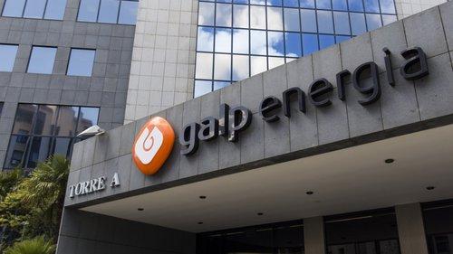 """<span class=""""entry-title-primary"""">La portuguesa Galp compra la cartera de renovables de ACS por 450 millones</span> <span class=""""entry-subtitle"""">La petrolera lusa acelera su apuesta por las energías limpias</span>"""