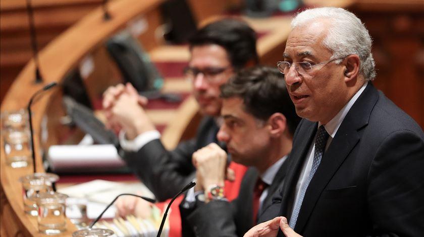 """<span class=""""entry-title-primary"""">Bloco de Esquerda e Partido Comunista anunciam a abstenção na votação do Orçamento</span> <span class=""""entry-subtitle"""">António Costa defendeu um """"recomeço"""" nas relações entre o Governo e os parceiros de esquerda</span>"""