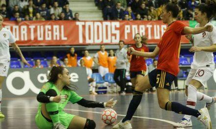 """<span class=""""entry-title-primary"""">Derbi femenino de fútbol sala: Portugal devuelve la goleada a España</span> <span class=""""entry-subtitle"""">La selección de Clàudia Pons cayó ante el combinado portugués por 5-1</span>"""