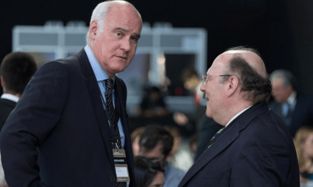 """<span class=""""entry-title-primary"""">Borrell escolhe um diplomata português para ser o embaixador da UE no Reino Unido</span> <span class=""""entry-subtitle"""">O eixo ibérico está a influenciar a diplomacia da União Europeia </span>"""