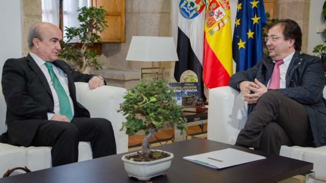 """<span class=""""entry-title-primary"""">Extremadura está comprometida con el proyecto bilingüe Escuela de Frontera</span> <span class=""""entry-subtitle"""">Esta iniciativa de la Organización de Estados Iberoamericanos (OEI) ha sido debatida en la reunión entre Jabonero y Fernández Vara</span>"""