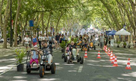 """<span class=""""entry-title-primary"""">Los coches salen del centro de Lisboa</span> <span class=""""entry-subtitle"""">Cada día unos 100.000 vehículos entran en la zona de la Baixa de la capital portuguesa</span>"""
