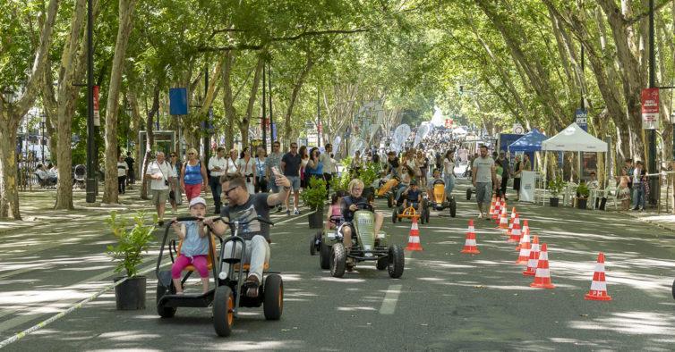 """<span class=""""entry-title-primary"""">Carros saem do centro de Lisboa</span> <span class=""""entry-subtitle"""">Todos os dias entram cerca de 100 mil viaturas na zona da Baixa de Lisboa, um dos """"pulmões"""" históricos e económicos</span>"""