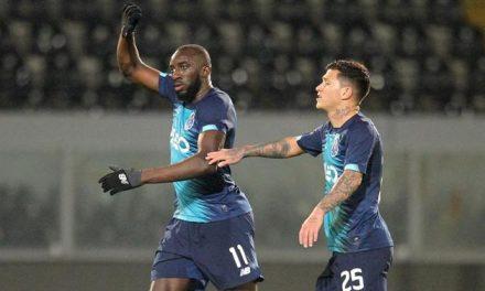 """<span class=""""entry-title-primary"""">Acto vergonzoso de racismo en la liga portuguesa</span> <span class=""""entry-subtitle"""">El partido entre el FC Porto (2º lugar) y el Vitória de Guimarães (8º lugar) estuvo marcado por un caso de ofensas racistas</span>"""