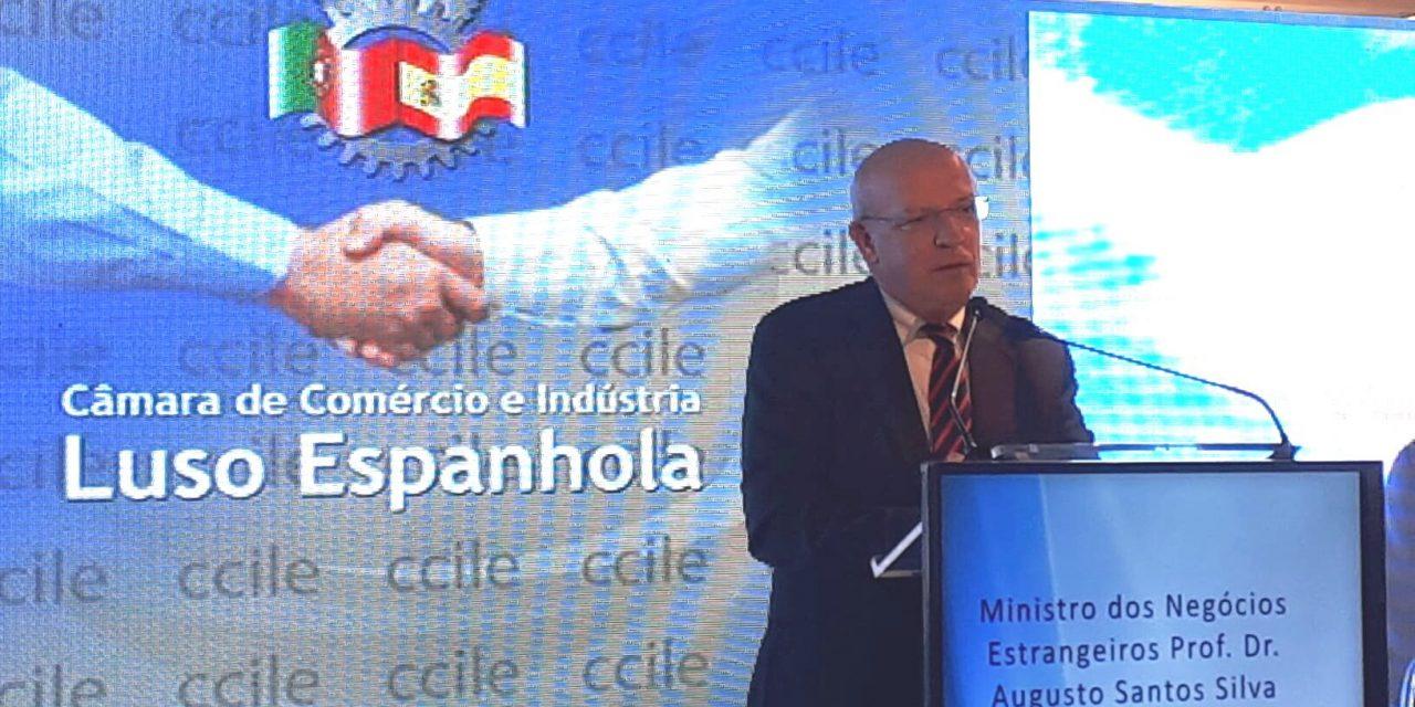 """<span class=""""entry-title-primary"""">Augusto Santos Silva defende agenda ibérica na Europa e com outros actores globais</span> <span class=""""entry-subtitle"""">Ministro dos Negócios Estrangeiros de Portugal avisou a Venezuela que não vai mudar a sua política</span>"""