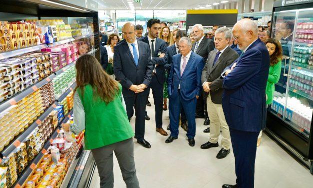 """<span class=""""entry-title-primary"""">Mercadona aumenta compras a produtores portugueses</span> <span class=""""entry-subtitle"""">Política da empresa tem sido oportunidade para a indústria e setor primário</span>"""