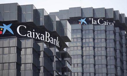 """<span class=""""entry-title-primary"""">Caixabank anticipa el pago de la prestación de paro a sus clientes</span> <span class=""""entry-subtitle"""">La entidad recomienda """"acudir a la oficina bancaria solo en caso de fuerza mayor""""</span>"""