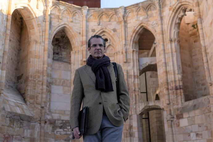 """<span class=""""entry-title-primary"""">González Prada: """"O Iberolux é um desafio para que os nossos países avancem nos acordos""""</span> <span class=""""entry-subtitle"""">O TRAPÉZIO entrevista o secretário-geral da Fundação Afonso Henriques</span>"""