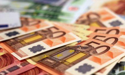"""<span class=""""entry-title-primary"""">Governo português anúnciou que os pagamentos bancários vão ficar sem efeito</span> <span class=""""entry-subtitle"""">Um novo conjunto de medidas pretende apoiar as famílias e as empresas portuguesas</span>"""