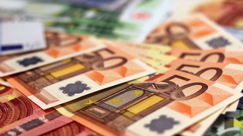 """<span class=""""entry-title-primary"""">El Gobierno portugués ha anunciado que los pagos bancarios quedarán sin efecto</span> <span class=""""entry-subtitle"""">Un nuevo conjunto de medidas pretende apoyar a las familias y a las empresas portuguesas</span>"""