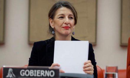 """<span class=""""entry-title-primary"""">Governo espanhol proíbe despedir trabalhadores durante crise da COVID-19</span> <span class=""""entry-subtitle"""">A apresentação de solicitações de regulação temporária de emprego será o mecanismo de ajuste</span>"""