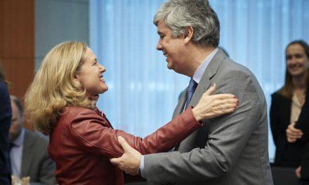 """<span class=""""entry-title-primary"""">Covid-19: Eurogrupo chega a acordo sobre pacote de resposta """"sem precedentes""""</span> <span class=""""entry-subtitle"""">Um acordo que garante 500 mil milhões de euros disponíveis imediatamente</span>"""