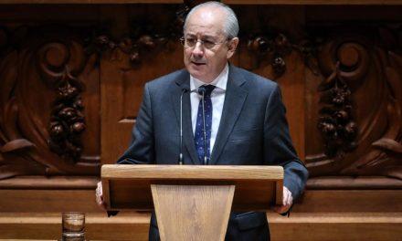 """<span class=""""entry-title-primary"""">El líder de la oposición portuguesa ha sido elogiado en las redes sociales de España</span> <span class=""""entry-subtitle"""">Rui Rio ha afirmado que «el PSD no es oposición, sino colaboración»</span>"""