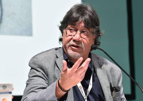 "<span class=""entry-title-primary"">Morreu o escritor chileno e lusófilo Luis Sepúlveda, admirado em Portugal</span> <span class=""entry-subtitle"">Vítima de Covid-19, o escritor tinha estado em Portugal nas Correntes d'Escritas, na Póvoa do Varzim</span>"