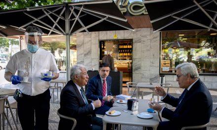 """<span class=""""entry-title-primary"""">Las escuelas y los restaurantes han vuelto a abrirse en la """"fase dos"""" en Portugal</span> <span class=""""entry-subtitle"""">De vuelta a las calles, pero con prudencia</span>"""