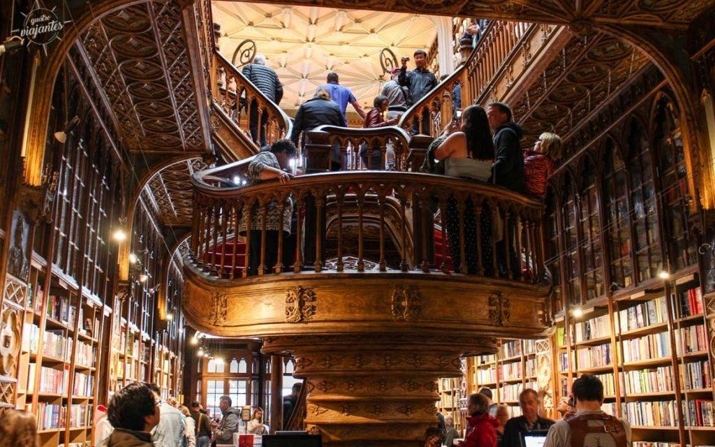"""<span class=""""entry-title-primary"""">La Librería Lello, una de las más bellas del mundo</span> <span class=""""entry-subtitle"""">Un espacio donde se fusionan la cultura y el lujo arquitectónico</span>"""