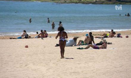 """<span class=""""entry-title-primary"""">El calor provoca desplazamientos a las playas durante el período de desconfinamiento</span> <span class=""""entry-subtitle"""">Semáforos, aplicaciones y citas previas serán parte del verano de los ibéricos</span>"""