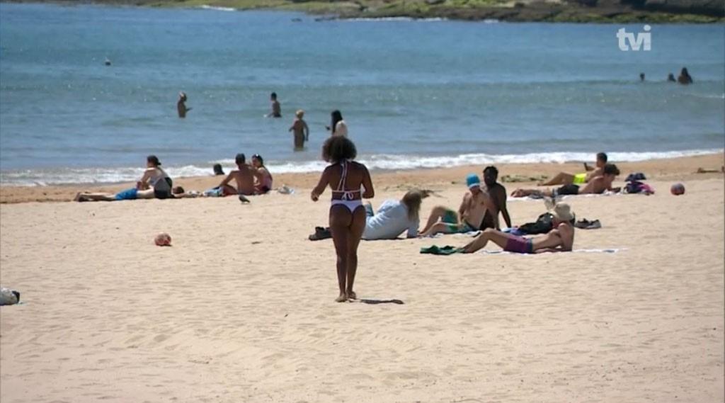 """<span class=""""entry-title-primary"""">Calor traz corrida às praias em período de desconfinamento</span> <span class=""""entry-subtitle"""">Semáforos, aplicações e marcações prévias farão parte do verão dos ibéricos</span>"""