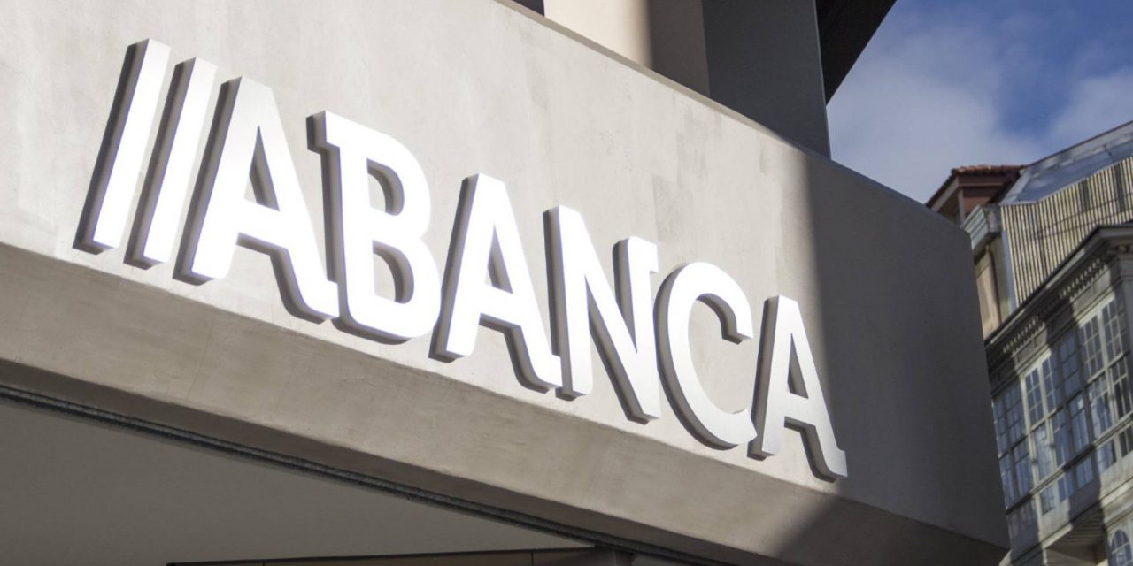 """<span class=""""entry-title-primary"""">Espanhola Abanca desiste de comprar Eurobic</span> <span class=""""entry-subtitle"""">O banco galega está prestes a desistir de comprar o banco de Isabel dos Santos</span>"""