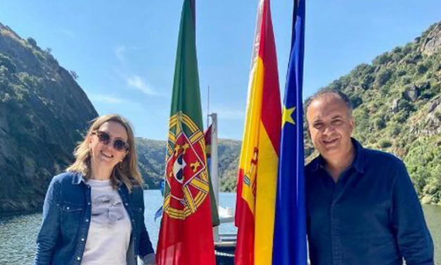 "<span class=""entry-title-primary"">Portugal propõe recuperar a via férrea de Castilla y León por Barca d'Alva e La Fuente de San Esteban (Salamanca)</span> <span class=""entry-subtitle"">A directora-geral do Turismo de Castilla y León reuniu-se nas águas internacionais do Douro com representantes da região Porto-Norte (Portugal)</span>"