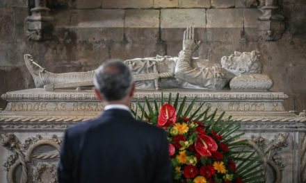 """<span class=""""entry-title-primary"""">Dia de Portugal, de Camões e das Comunidades portuguesas distingue os """"heróis da saúde""""</span> <span class=""""entry-subtitle"""">Comemorações simbólicas e virtuais unem portugueses em redor do mundo</span>"""