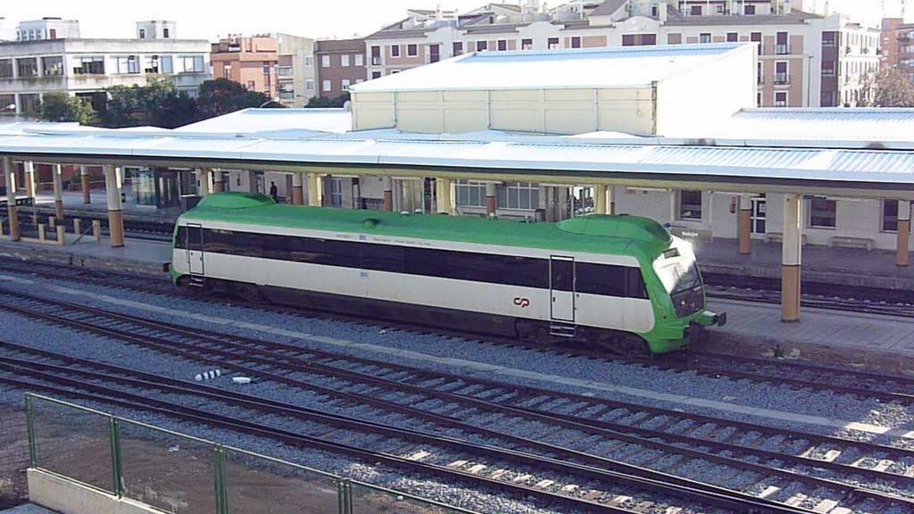 """<span class=""""entry-title-primary"""">Uma linha ferroviária """"clandestina"""" continuou a ligar Portugal e Espanha entre os dias 5 de Maio e 7 de Junho</span> <span class=""""entry-subtitle"""">Durante pouco mais de um mês, a circulação de um comboio clandestino entre Elvas e Badajoz passou despercebida aos sistemas de vigilância de ambos os estados</span>"""