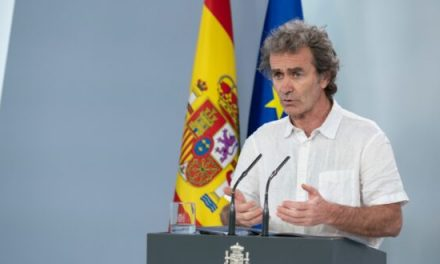 """<span class=""""entry-title-primary"""">Fernando Simón no cree que Portugal sea de mayor riesgo que otro país pese al pico de contagios</span> <span class=""""entry-subtitle"""">«Portugal ha tenido bastante buena evolución epidémica», ha afirmado el director del Centro de Coordinación de Alertas y Emergencias Sanitarias</span>"""