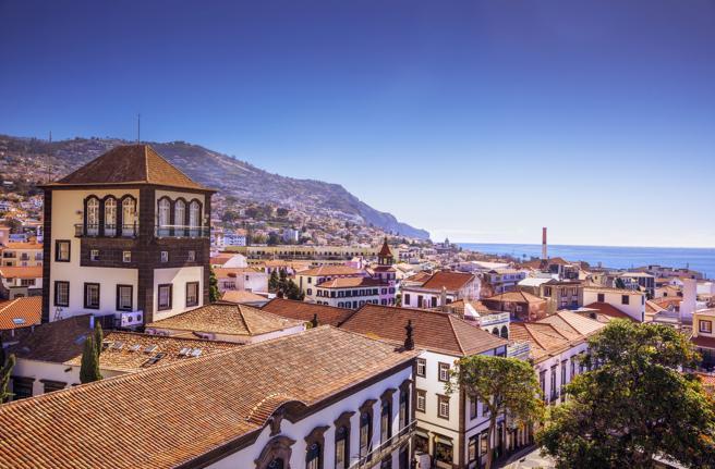 """<span class=""""entry-title-primary"""">Test gratis al bajar del avión, la apuesta de Madeira para ser un destino turístico seguro</span> <span class=""""entry-subtitle"""">Madeira, Canarias y Azores han mantenido un encuentro para crear, entre los tres archipiélagos, corredores libres de coronavirus</span>"""
