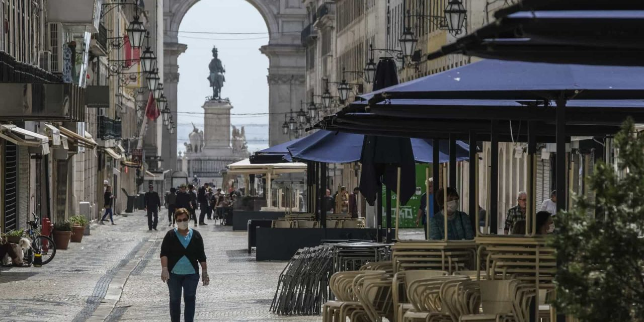 """<span class=""""entry-title-primary"""">Só 19 freguesias da região de Lisboa voltaram ao dever cívico de recolhimento</span> <span class=""""entry-subtitle"""">A Área Metropolitana de Lisboa tem 118 freguesias</span>"""