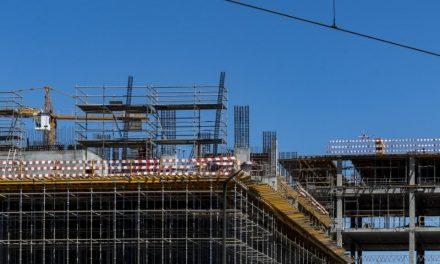 """<span class=""""entry-title-primary"""">Se adjudican varias obras públicas de Portugal a empresas españolas</span> <span class=""""entry-subtitle"""">Las cinco mayores compañías de construcción han conseguido contratos de 1.000 millones de euros</span>"""