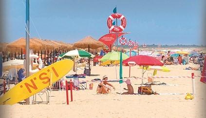"""<span class=""""entry-title-primary"""">Reglas para hacer turismo en Portugal</span> <span class=""""entry-subtitle"""">Mascarillas, distanciamiento social y tests de Covid-19 para viajar para a las islas</span>"""