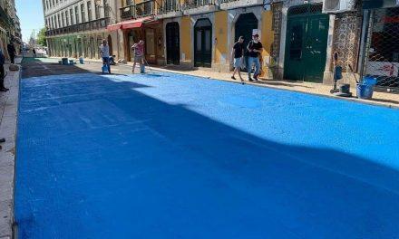 """<span class=""""entry-title-primary"""">Aparecen coloreadas las calles de Lisboa</span> <span class=""""entry-subtitle"""">Más terrazas y menos coches debido a la Covid-19</span>"""