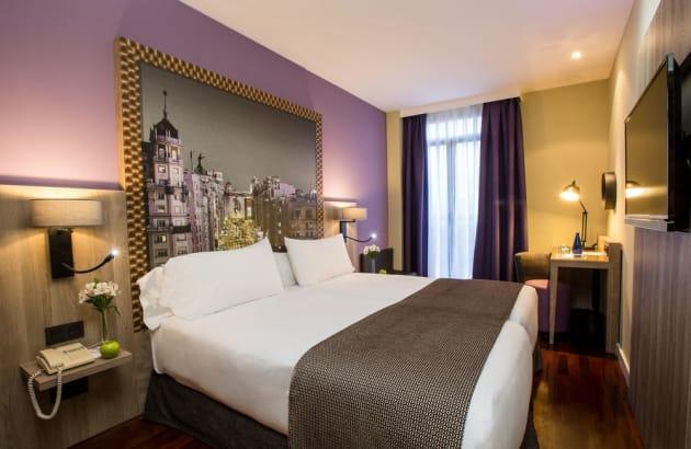 """<span class=""""entry-title-primary"""">La hotelería española ha tenido 91,7 mil pernoctaciones de portugueses en julio</span> <span class=""""entry-subtitle"""">Un 84,9% menos que en el mismo mes de 2019</span>"""