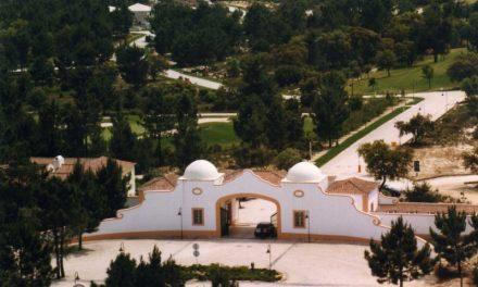 """<span class=""""entry-title-primary"""">Conheça a «Quinta do Peru», o possível novo refúgio do rei emérito Juan Carlos I</span> <span class=""""entry-subtitle"""">Entre imponentes castelos medievais e uma bela paisagem</span>"""