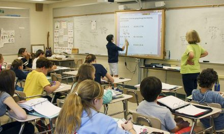 """<span class=""""entry-title-primary"""">La escuela ha vuelto, pero con incertidumbre sobre el futuro</span> <span class=""""entry-subtitle"""">Las actividades lectivas presenciales se han retomado, pero la «telescola» continúa e introduce novedades</span>"""