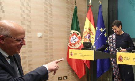 """<span class=""""entry-title-primary"""">Países da UE não preveem de momento fechar fronteiras</span> <span class=""""entry-subtitle"""">Arancha González Laya assegurou que """"os Estados membros procuram uma maior coordenação""""</span>"""