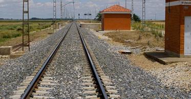 """<span class=""""entry-title-primary"""">Un ancho de vía que nos separa</span> <span class=""""entry-subtitle"""">Portugal corre el riesgo de convertirse en una «isla» ferroviaria</span>"""