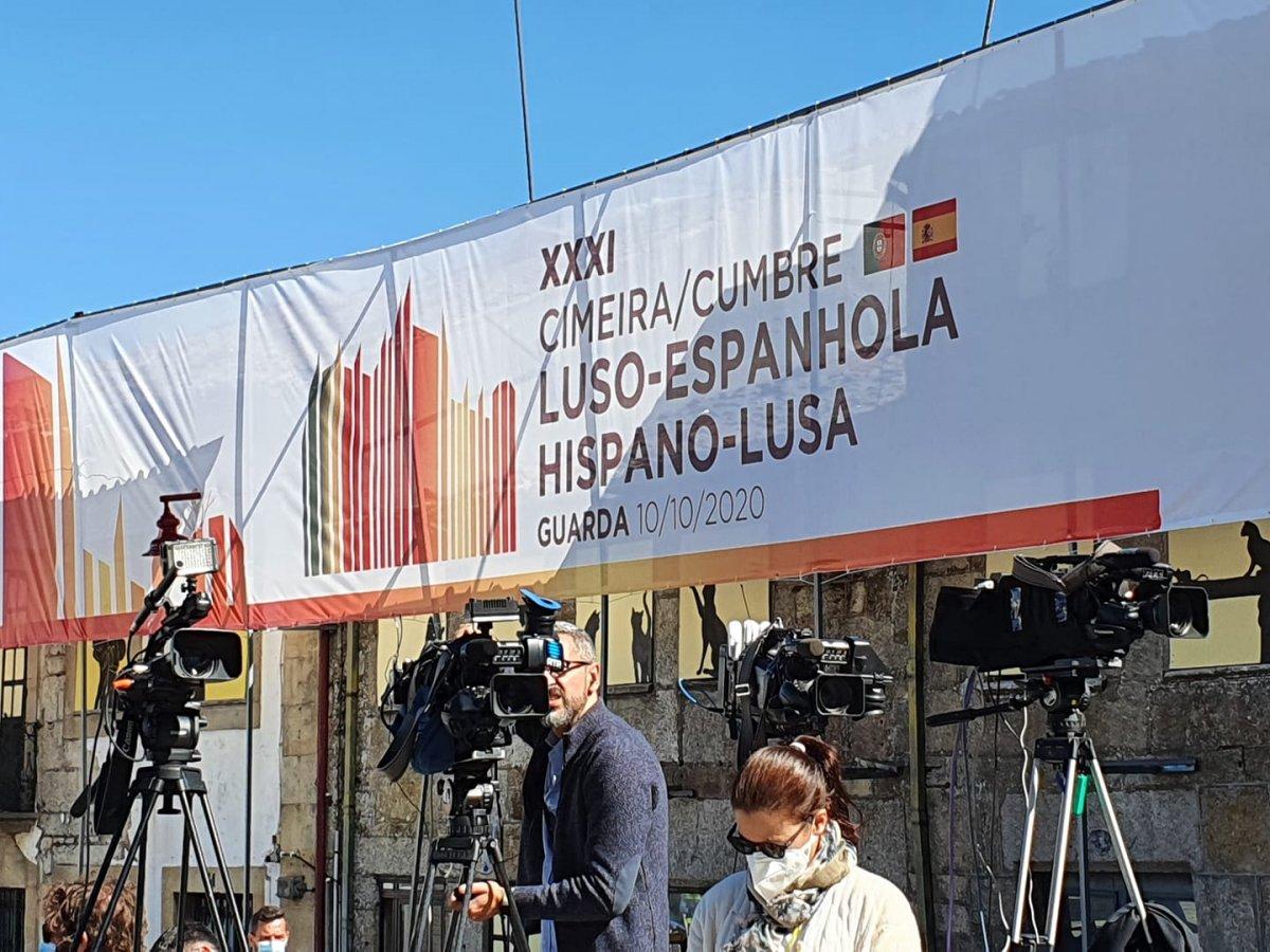"""<span class=""""entry-title-primary"""">Extremadura se postula para acoger la próxima Cumbre Ibérica</span> <span class=""""entry-subtitle"""">Guillermo Fernández Vara asegura que es importante que esta cumbre aborde las infraestructuras ferroviarias que afectan a Portugal y Extremadura</span>"""