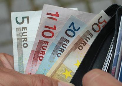 """<span class=""""entry-title-primary"""">¿Es posible el «salario mínimo» europeo?</span> <span class=""""entry-subtitle"""">Mientras Suiza vuelve a aumentar su salario mínimo, en Portugal se discute su «congelación» a causa de la pandemia</span>"""